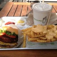 11/8/2012 tarihinde Michael C.ziyaretçi tarafından Shake Shack'de çekilen fotoğraf