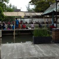 Photo taken at Balekambang Pasar Ikan & Resto by Calvin C. on 7/20/2014
