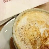 Photo prise au Nostro Caffé par Camila B. le7/22/2013