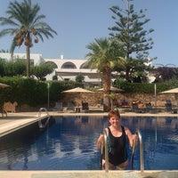 Photo taken at Swimming Pool Minos Art Beach by Gabi H. on 10/16/2014
