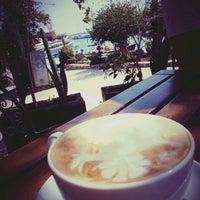 3/20/2016 tarihinde Ramazan🔊 S.ziyaretçi tarafından 48R Bistro & Coffee'de çekilen fotoğraf