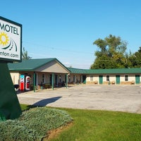 Photo taken at Modern Motel by Rusty W. on 9/20/2014