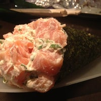 Photo taken at Tsuru - Sushibar by Nathália M. on 12/29/2012