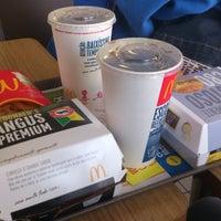 Foto tirada no(a) McDonald's por Aciolli X. em 6/22/2013