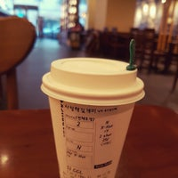 Photo taken at Starbucks by 김 개. on 2/17/2017