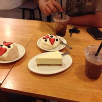Photo taken at The Coffee Gallery by 健 迪. on 11/21/2013