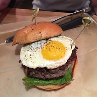 Foto tomada en Hopdoddy Burger Bar por Neel N. el 11/8/2014