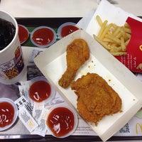 Photo taken at McDonald's by rayhaanzulfa on 4/4/2016