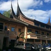 Photo taken at Royal Denai Hotel Bukittinggi by Dhanny on 6/23/2016