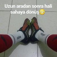Photo taken at Kardeşler Bulak Halı Saha by Hasan Mert D. on 9/19/2016