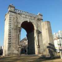 Photo taken at Independence Gate by Jae Ho B. on 12/1/2012
