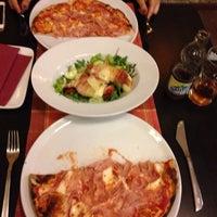 Foto scattata a Capri Pizzeria da Daniel S. il 9/25/2014