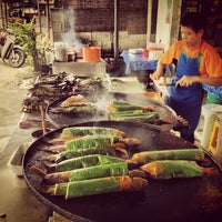 Photo taken at Medan Ikan Bakar Bellamy by Amir A. on 2/17/2013