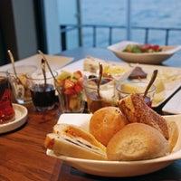 11/13/2013 tarihinde Circle Restaurant & Cafeziyaretçi tarafından Circle Restaurant & Cafe'de çekilen fotoğraf