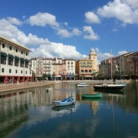 Photo taken at Loews Portofino Bay Hotel at Universal Orlando by Ronnelle B. on 10/17/2013