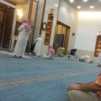 Photo taken at مسجد الاخوة علي وعثمان وخالد حافظ رحمهم الله by Omar A. on 11/22/2014