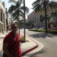 Das Foto wurde bei Streets of Beverly Hills von Mateo P. am 9/19/2013 aufgenommen