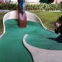 Photo prise au Magic Carpet Golf par Kevin G. le10/18/2013
