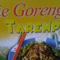 Photo taken at Mie Goreng TAREMPAK by Oloan M. on 8/26/2013