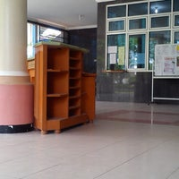 Photo taken at Fakultas Ekonomi Universitas Mulawarman by reynold t. on 4/26/2013