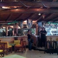 Foto tomada en Fah Restaurant Bar por Karzz G. el 12/27/2012