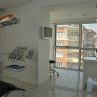 10/19/2013 tarihinde Fethi Bayar Ağız ve Diş Sağlığı Kliniğiziyaretçi tarafından Fethi Bayar Ağız ve Diş Sağlığı Kliniği'de çekilen fotoğraf