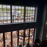 Das Foto wurde bei Kirwan's on the Wharf von Aimee P. am 4/29/2018 aufgenommen
