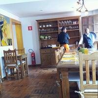 Foto tirada no(a) Goshala Cozinha Natural Contemporânea por Priscila S. em 3/23/2013