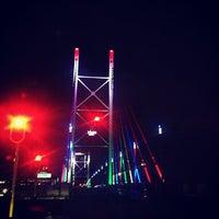 Снимок сделан в Nelson Mandela Bridge пользователем Kaysha 10/25/2012