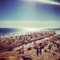 Foto tirada no(a) Praia dos Gémeos por Kaysha em 5/5/2013