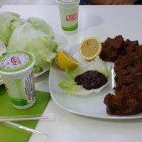 Photo taken at Oses Çiğ Köfte Bosna Hersek Konya by 🌸🌺£mośśś🌺🌸 on 8/10/2014