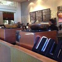 Foto tirada no(a) Starbucks por Shinsuke T. em 9/13/2014