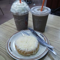 Photo taken at Dunkin Donuts by felle on 4/12/2014