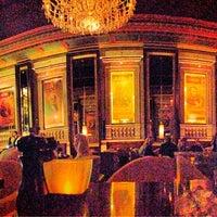 Foto tirada no(a) Bond Restaurant & Lounge por Richard S. em 5/14/2013