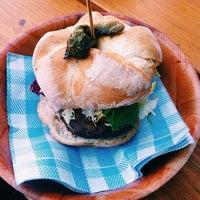 11/20/2014にSr. BocaがMakamaka Beach Burger Caféで撮った写真