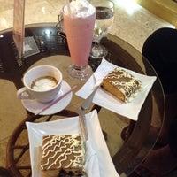 Foto diambil di Cafe Eduardo oleh Reevelyn G. pada 2/25/2014