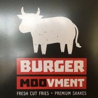 Photo taken at Burger Moovment by Israel R. on 9/30/2016