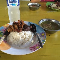 Photo taken at Rumah Makan Sari Asih by Dewa made D. on 11/20/2015