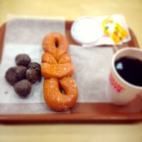 Photo taken at Dunkin' Donuts by RAYAN A. on 3/31/2014