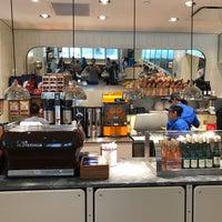 Foto tirada no(a) Chefs Club Counter por Noah W. em 4/15/2017