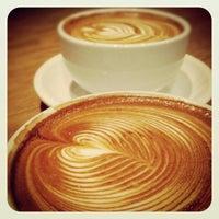 Photo prise au Streamer Coffee Company SHIBUYA par Noah W. le12/21/2012