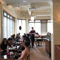 Foto scattata a Chefs Club Counter da Noah W. il 4/15/2017
