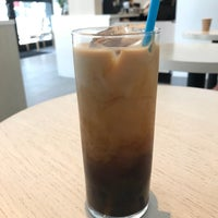 Foto tirada no(a) Blue Bottle Coffee por Noah W. em 5/27/2018
