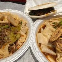 Photo prise au Xi'an Famous Foods par Noah W. le3/31/2016