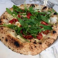 Foto diambil di Una Pizza Napoletana oleh Noah W. pada 6/16/2018