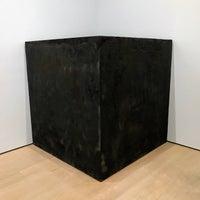 Foto diambil di David Zwirner Gallery oleh Noah W. pada 11/18/2017