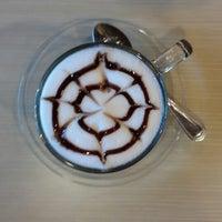 Das Foto wurde bei Doi Chang Coffee von Vera W. am 10/30/2013 aufgenommen