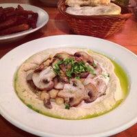 Foto tomada en Zula Hummus Café por Monal el 4/10/2013