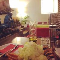Photo taken at Chalet Lounge & Bistro by Rashin G. on 8/29/2015