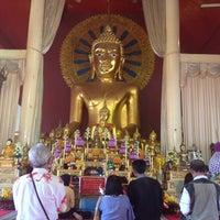 Foto tirada no(a) Wat Phra Singh Waramahavihan por Nuttapong M. em 2/2/2013